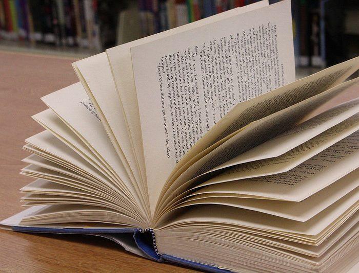 Frigoríficos transformados em bibliotecas!