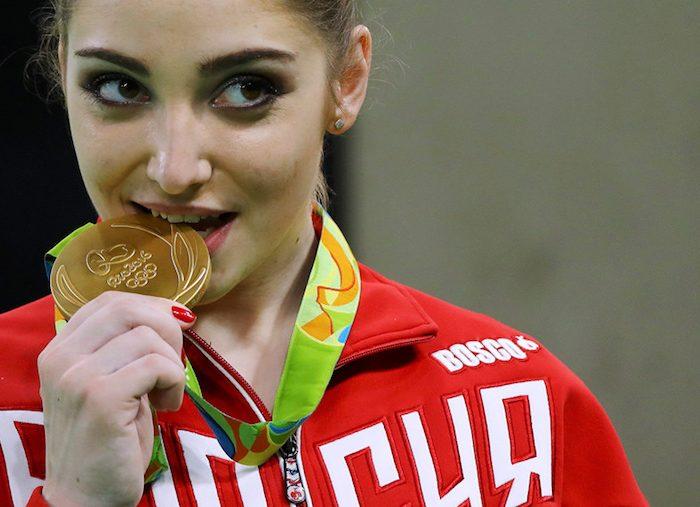 Sabes porque mordem os atletas as medalhas olímpicas?